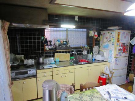 流し台からシステムキッチンへ取り替え【やねきハウスのリフォーム】(リフォーム前)