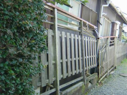 木塀からアルミフェンスヘ【やねきハウスのリフォーム】(リフォーム前)