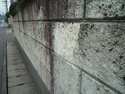 大谷石の石塀欠け 部分補修【やねきハウスのリフォーム】(リフォーム前)
