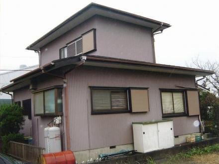外壁張替え 波板からサイディング材へ【やねきハウスのリフォーム】(リフォーム前)