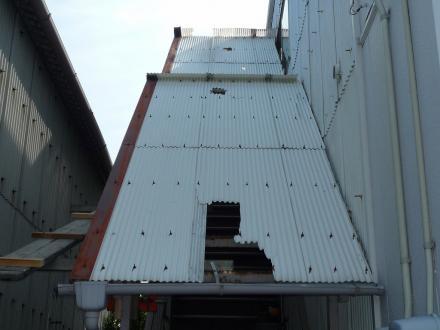 階段庇屋根(波板)取替え工事【やねきハウスのリフォーム】(リフォーム前)
