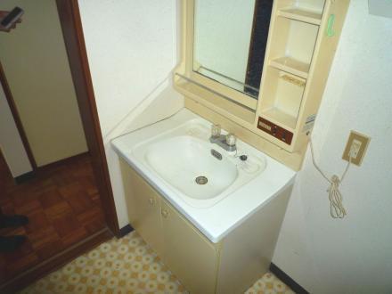 賃貸物件 洗面台リフォーム【やねきハウスのリフォーム】(リフォーム前)