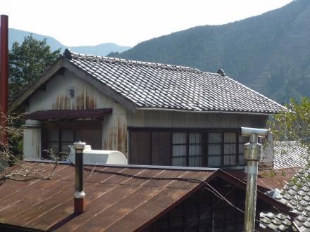 瓦屋根からカラーベスト屋根への葺き替え工事【やねきハウスのリフォーム】(リフォーム前)
